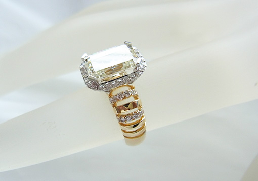 18K / 2.5 ct diamonds <br> 0.49 diamond ring